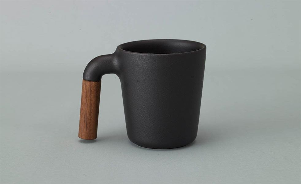 Hmm mugr adds a wood handle to your coffee mug cool material for Where to buy cool coffee mugs