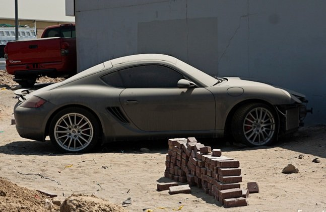 Abandoned-Luxury-Cars-of-Dubai-6