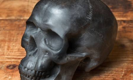 black-skull-candle