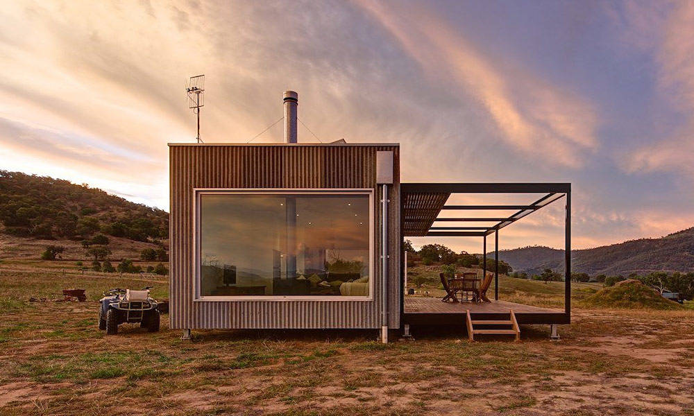 This-Off-the-Grid-Cabin-Is-Made-from-Salvaged-Iron-1