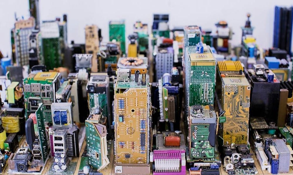 An-Artist-Made-a-Model-of-Midtown-Manhattan-Out-of-Computer-Parts-3