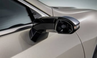 This-New-Lexus-ES-Has-Cameras-Instead-of-Side-Mirrors-3