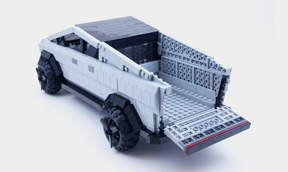 LEGO-Tesla-Cybertruck-Build-3