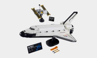 LEGO-NASA-Space-Shuttle-Discovery-Kit-1